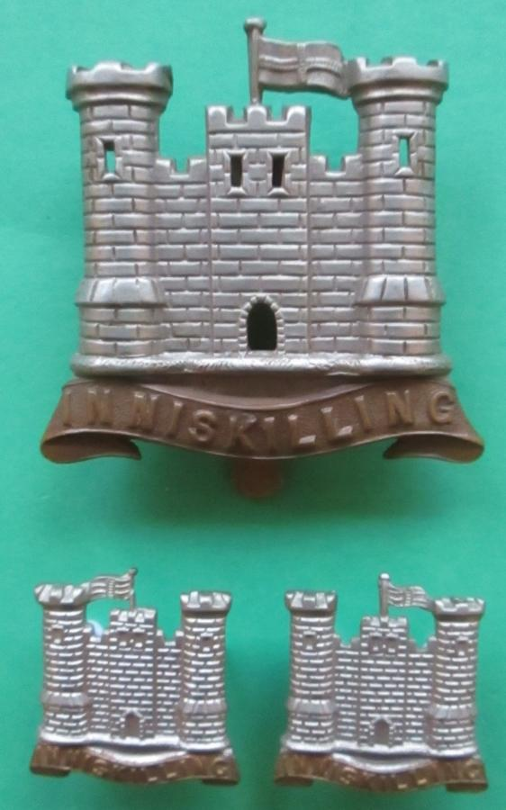 A 6th INNISKILLING DRAGOON GUARDS CAP AND COLLAR BADGES