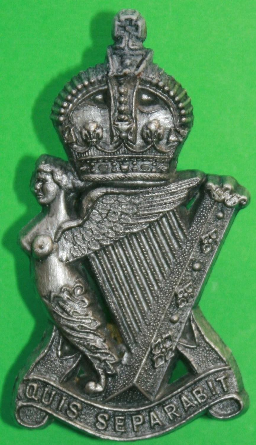 A WWII ROYAL IRISH RIFLES PLASTIC CAP BADGE