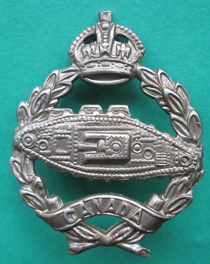 WWII ROYAL CANADIAN ARMOURED CORPS CAP BADGE