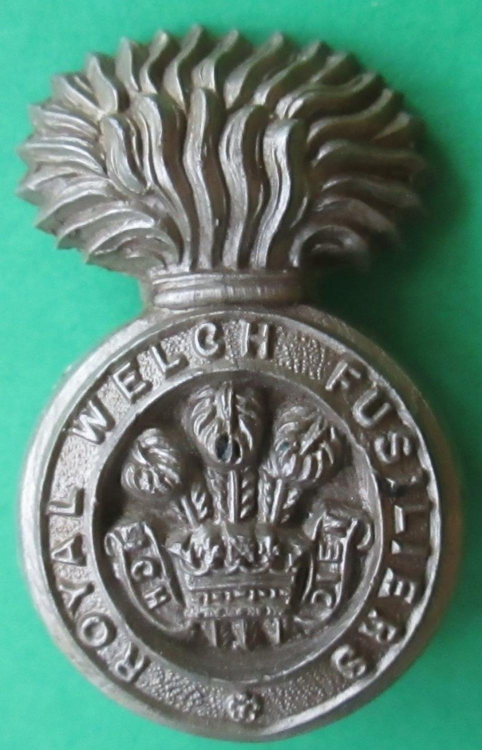 A WWII PLASTIC ROYAL WELSH FUSILIERS CAP BADGE