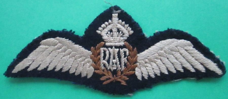 A WWII FLAT TYPE RAF PILOTS WING KINGS CROWN