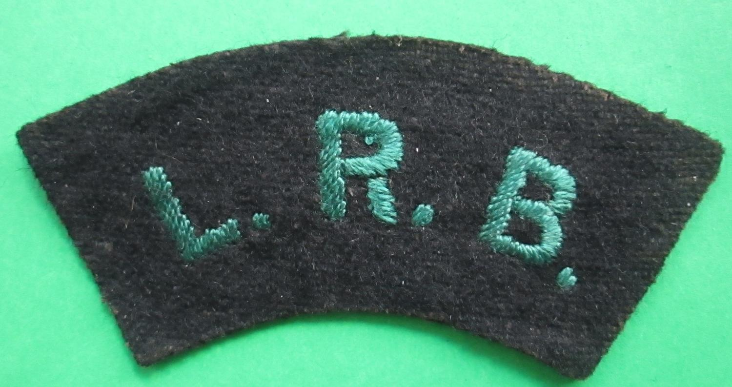 A LATE WWI / EARLY POST LONDON RIFLE BRIGADE SHOULDER TITLE