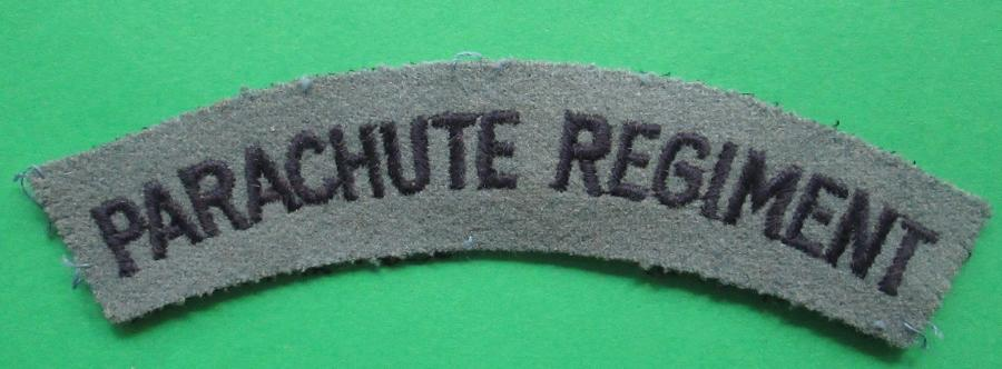 A WWII EMBROIDERED PARACHUTE REGT SHOULDER TITLE
