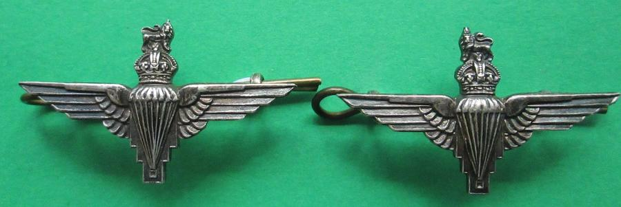 A GOOD SILVER PLATED PAIR OF PARACHUTE REGT OFFICERS COLLAR DOGS