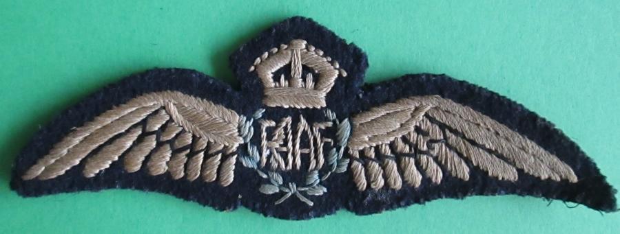 A GOOD WWII PERIOD PAIR OF RAAF PILOTS WINGS
