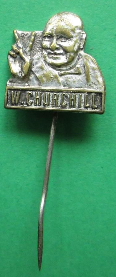 A WWII W CHURCHILL V FOR VICTORY BADGE