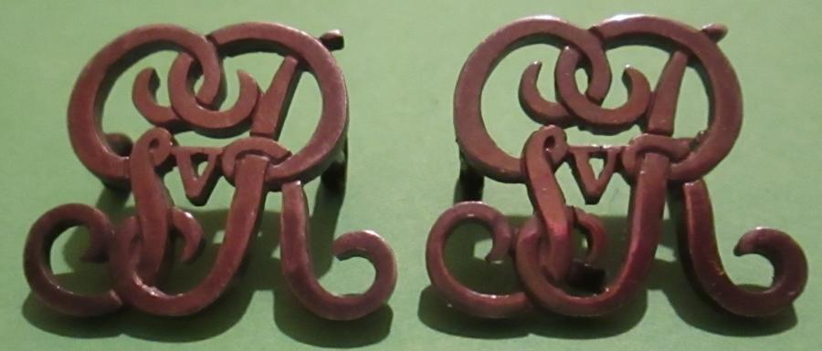 A PAIR OF GVR AID DE CAMP TO THE KING SHOULDER BADGES