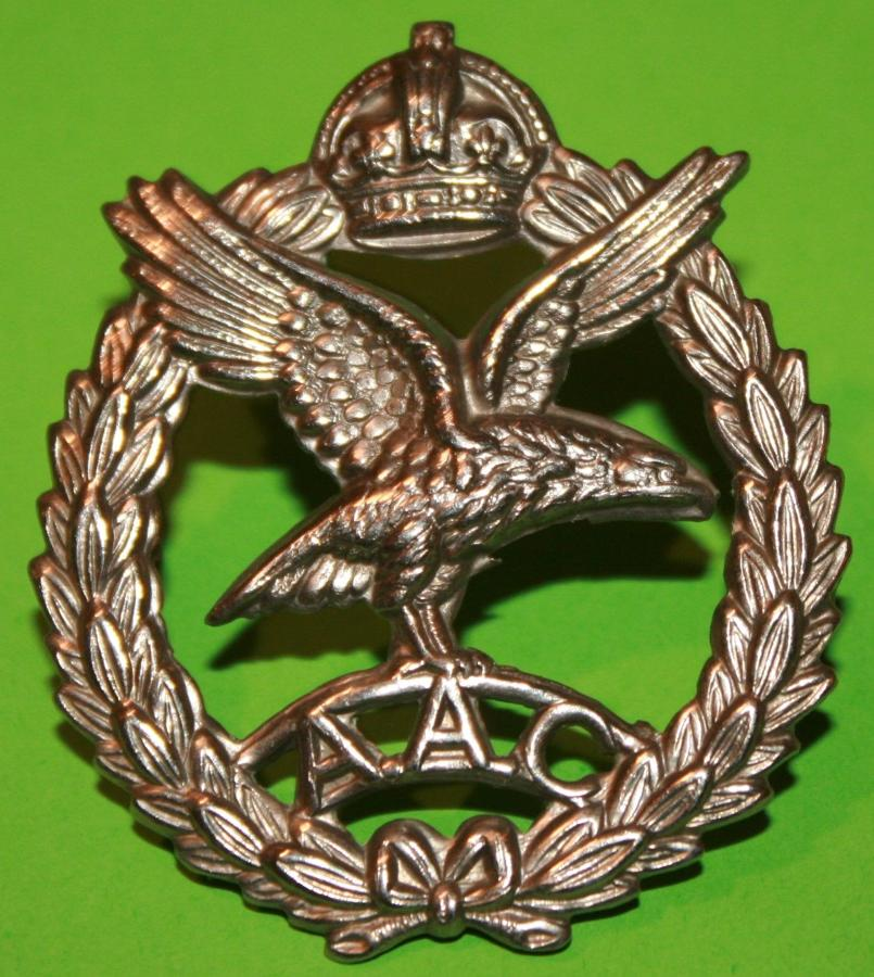 A WWII ARMY AIR CORPS OTHER RANKS CAP BADGE