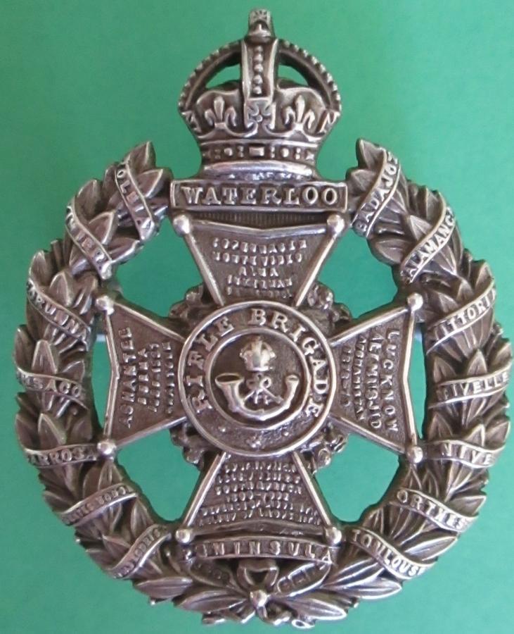 A 1908 HALLMARKED SILVER OFFICERS RIFLE BRIGADE CAP BADGE