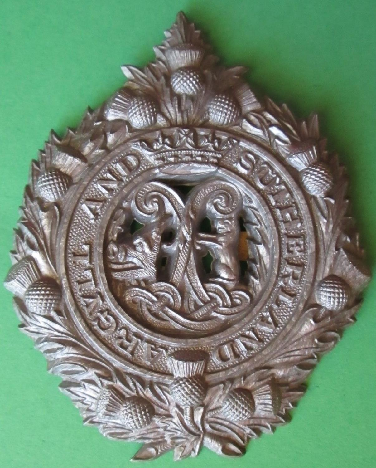 A PLASTIC ARGYLL AND SUTHERLAND HIGHLANDERS GLENGARRY BADGE