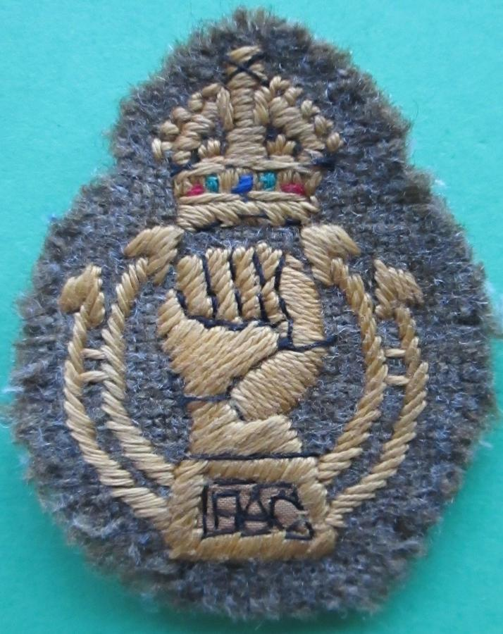 A ROYAL ARMOURED CORPS KINGS CROWN ARM BADGE