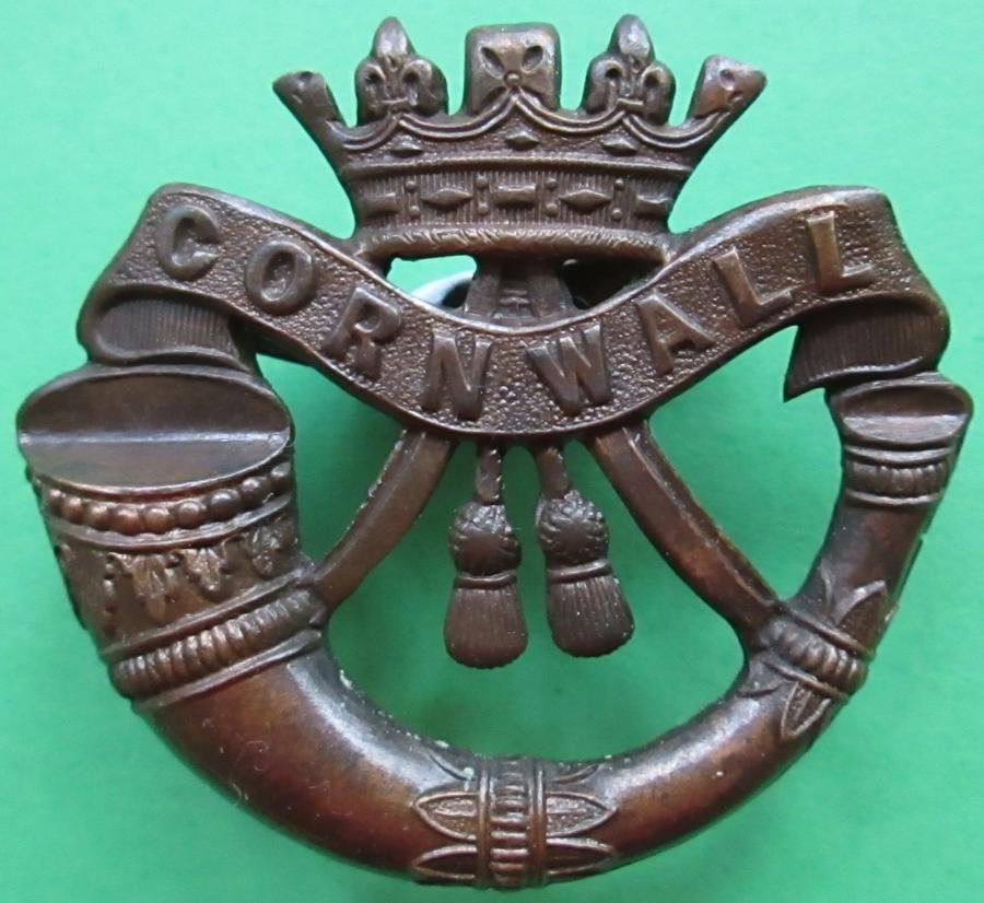A CORNWALL LIGHT INFANTRY OFFICERS BRONZE CAP BADGE