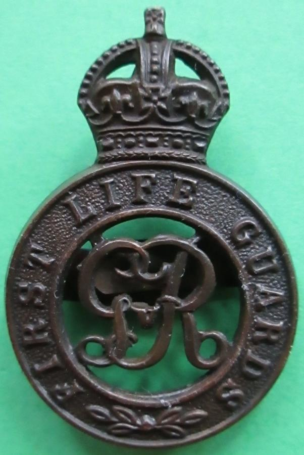 A 1ST LIFE GUARDS OFFICERS BRONZE CAP BADGE
