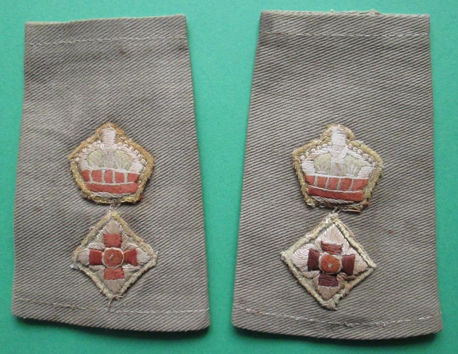 A PAIR OF LT COLONELS YELLOW BACKED SHOULDER RANK TABS