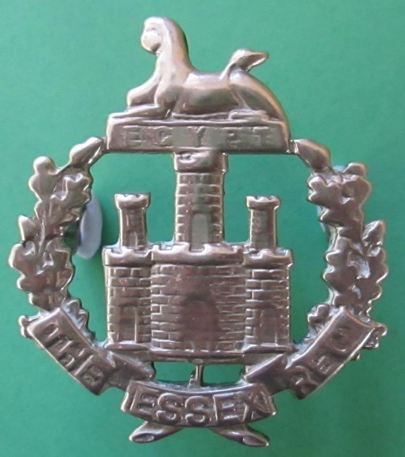 AN OFFICERS SILVER PLATED ESSEX REGT CAP BADGE