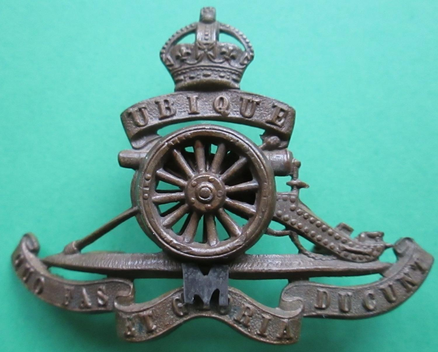 A GOOD ORIGINAL ROYAL ARTILLERY MILITIA REGT CAP BADGE