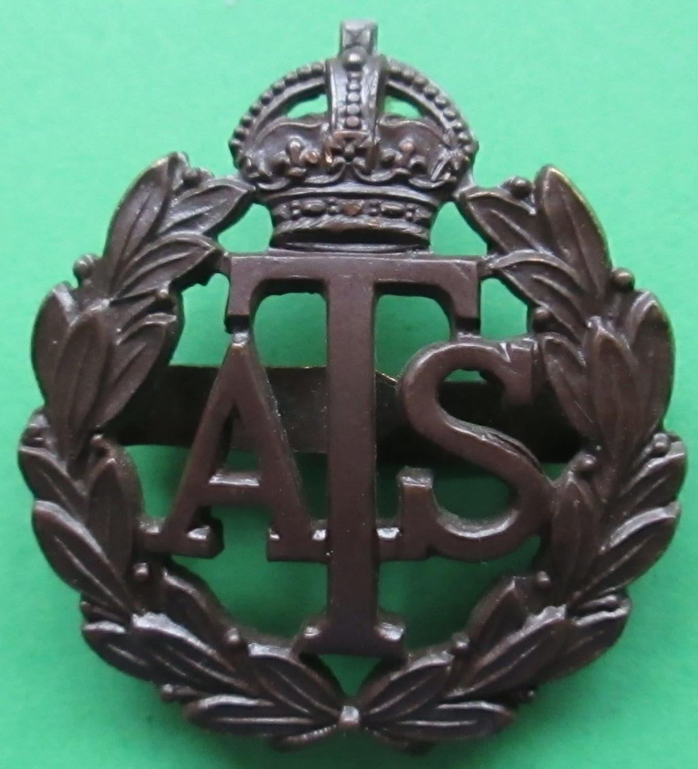 A WWII PERIOD OFFICERS ATS CAP BADGE BADGE