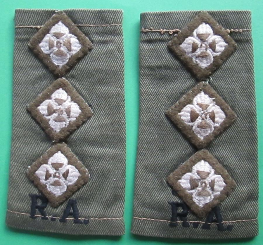 A PAIR OF CAPTAIN'S ROYAL ARTILLARY SHOULDER BOARDS