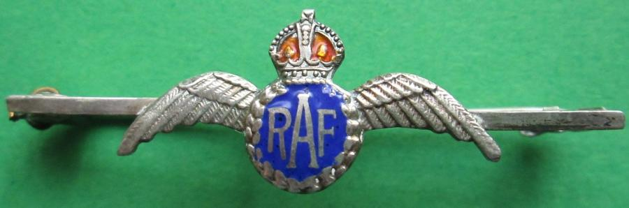 AN RAF SWEETHEART PIN BADGE
