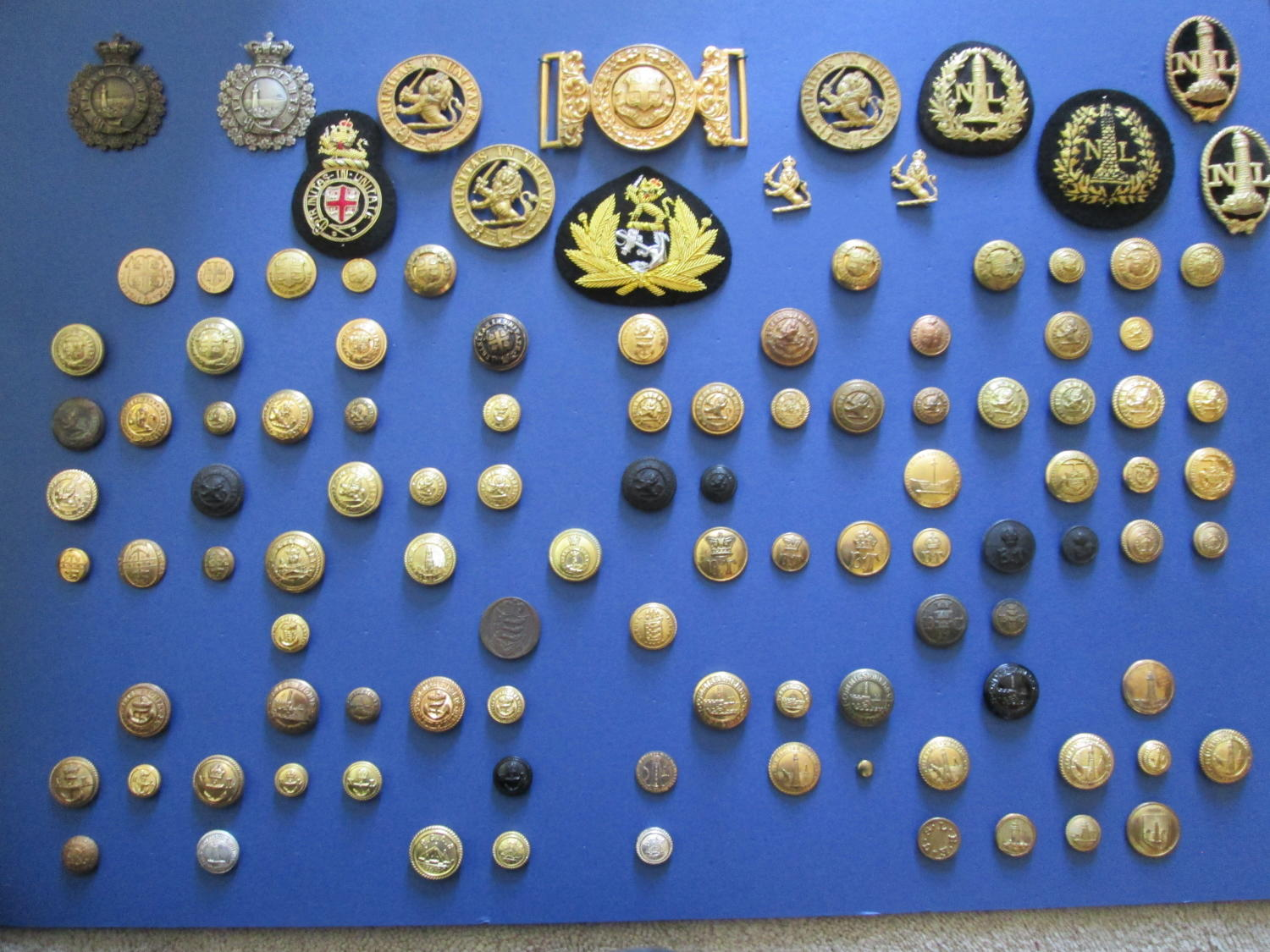 A COLLECTION OF TRINITY LIGHT HOUSE BADGES AND OTHER LIGHT HOUSES