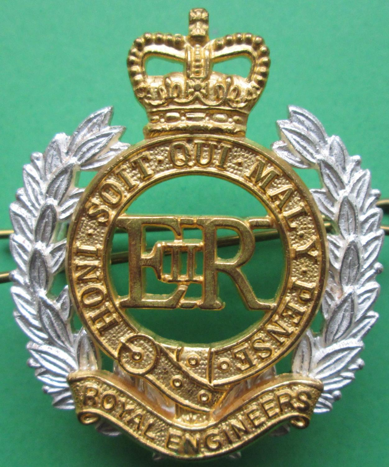A ROYAL ENGINEERS GILT CAP BADGE