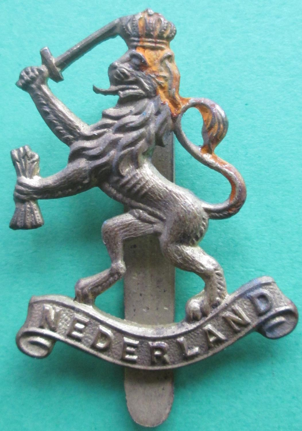 A WWII NETHERLANDS OTHER RANKS CAP BADGE