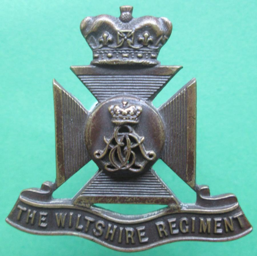AN OFFICERS BRONZE WILTSHIRE REGIMENT CAP BADGE