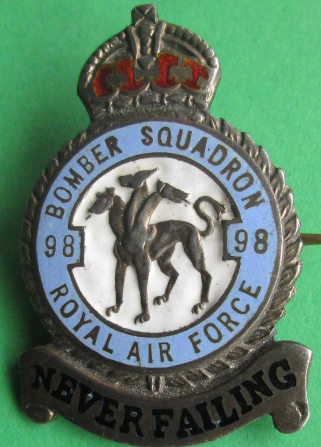 A RAF 98 SQUADRON 1945 HALLMARKED SILVER LARGE SIZE BROOCH