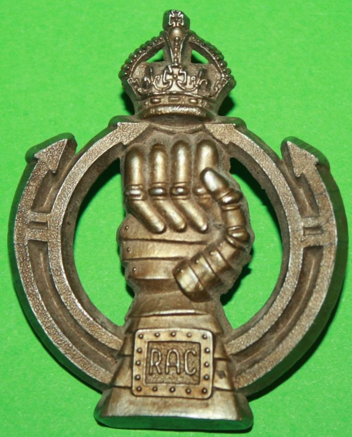 A WWII ROYAL ARMOURED CORPS ECONOMY PLASTIC CAP BADGE