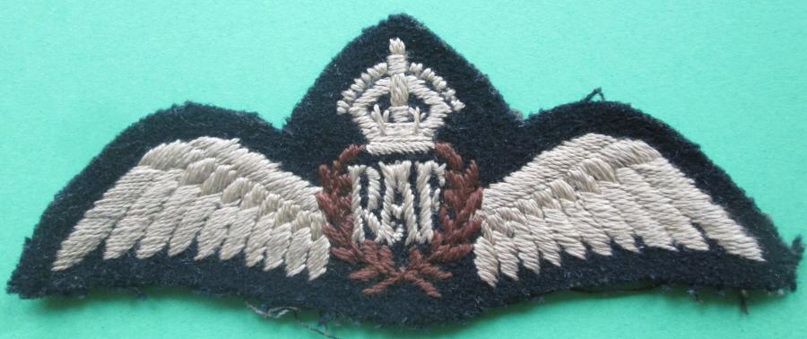 A WWII PERIOD FLAT RAF PILOTS WING