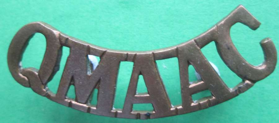 A QUEEN MARY'S ARMY AUXILLARY CORP METAL SHOULDER TITLE
