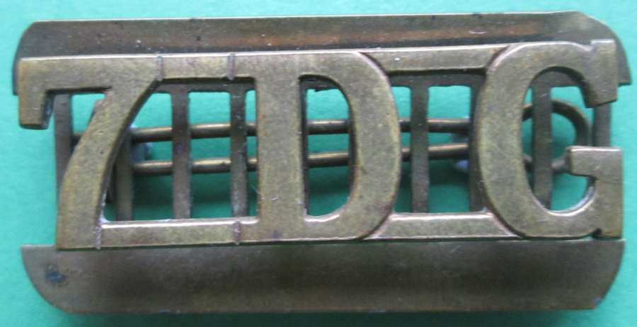 7th DRAGOON GUARDS  BRASS SHOULDER TITLE