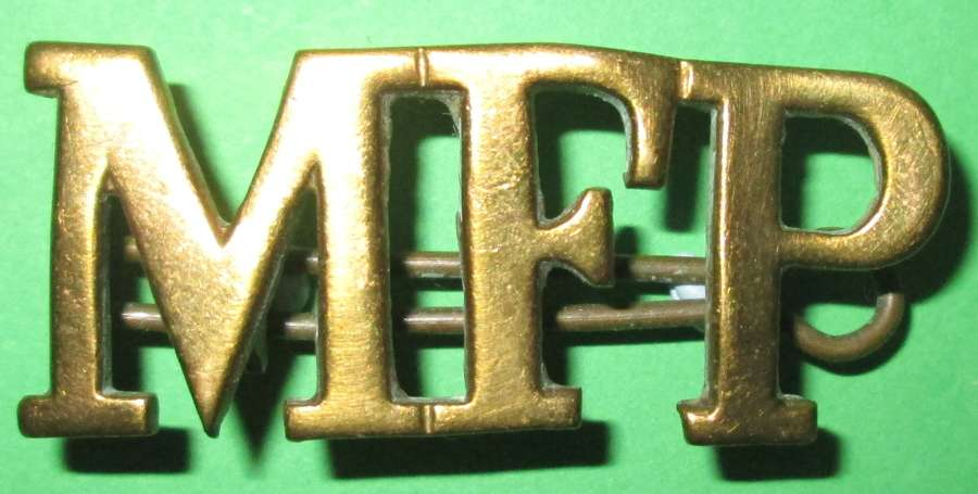 A LARGE ISE WWI MILITARY FOOT POLICE SHOULDER / CAP BADGE  TITLE