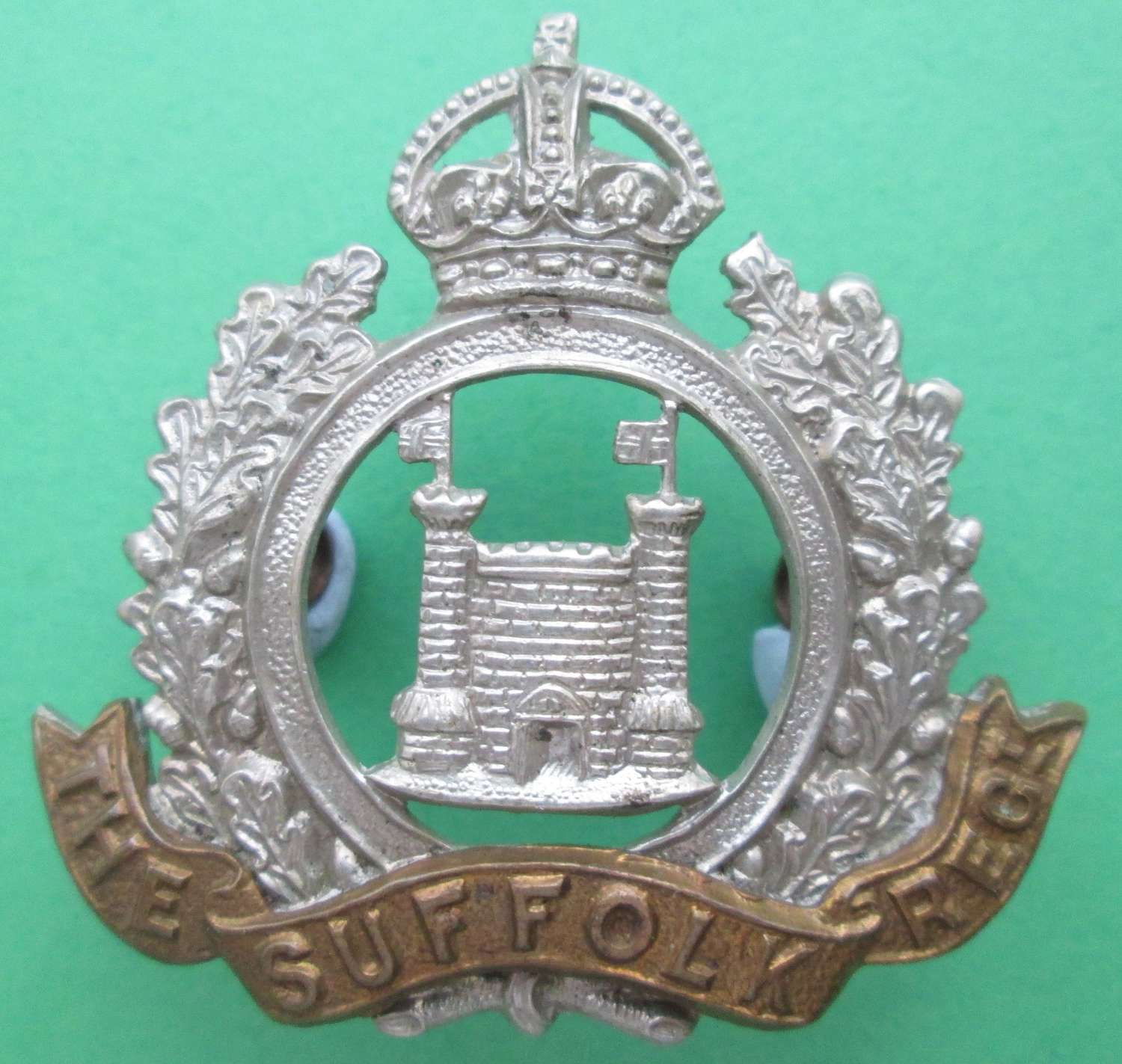 A SUFFOLK TERRITORIAL REGIMENT CAP BADGE