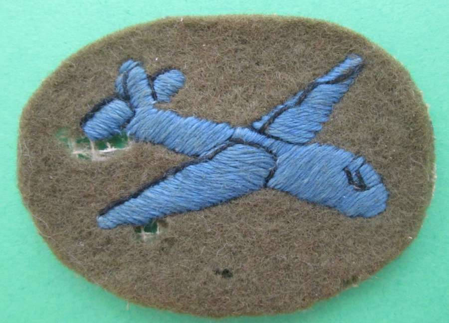 A WWII GLIDER TRAINED TROOPS ARM BADGE