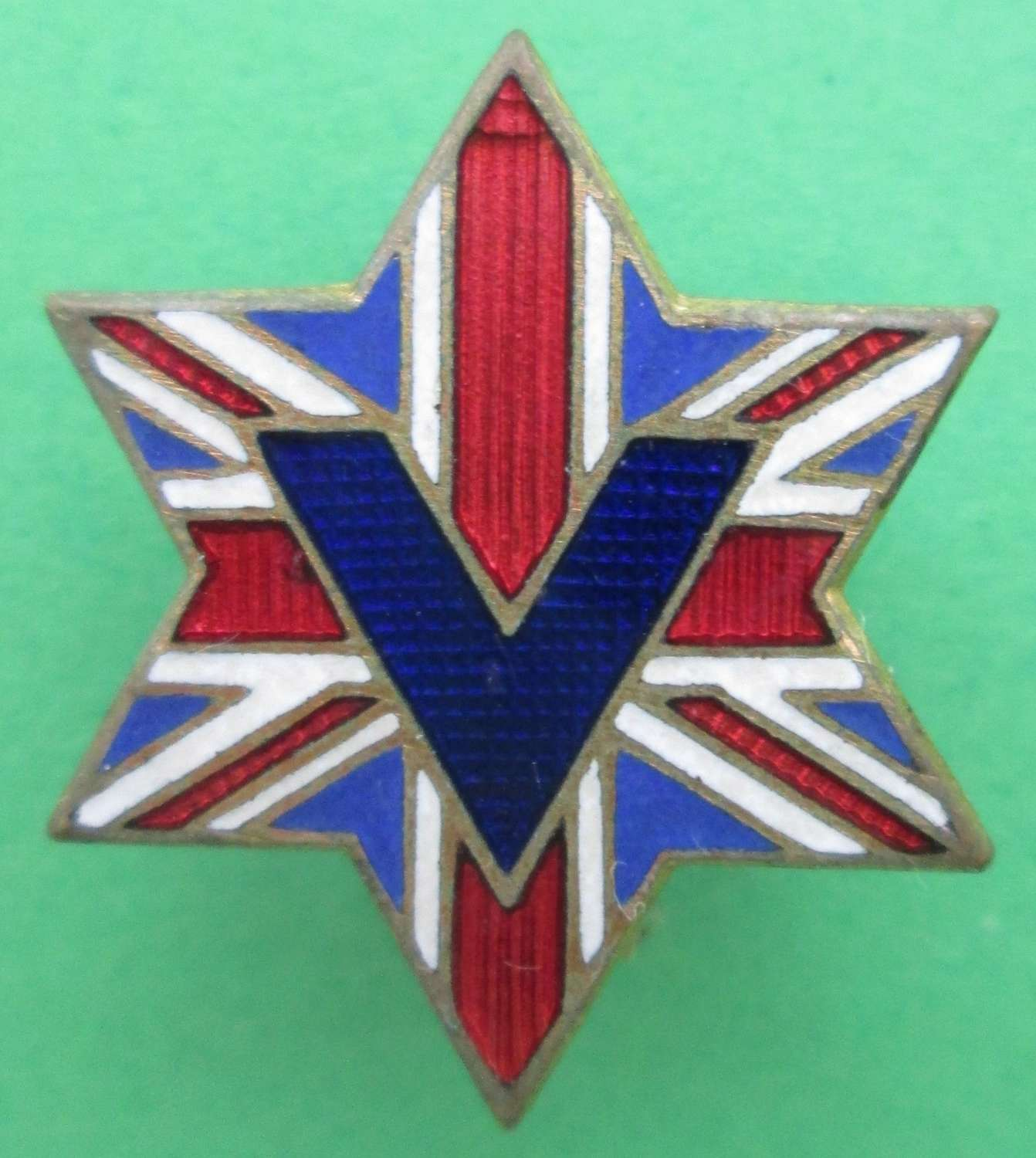 A SCARCE WWII STAR OF DAVID / JEWISH BRITISH FLAG V FOR VICTORY BADGE