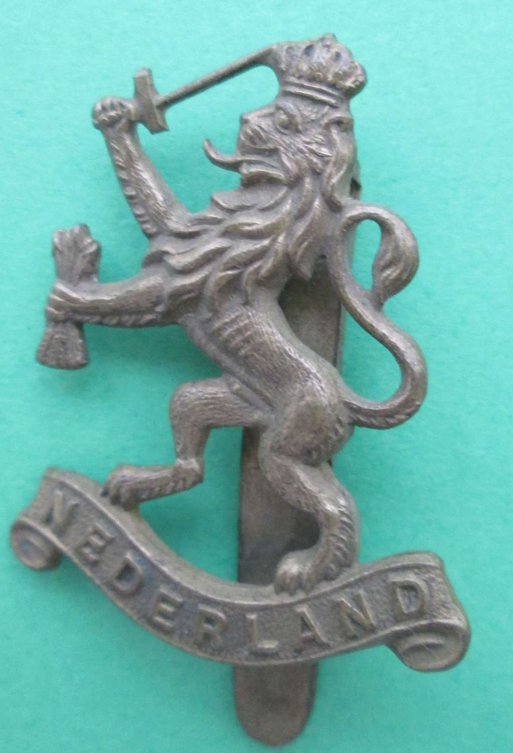 A WWII FREE FORCES NETHERLANDS CAP BADGE