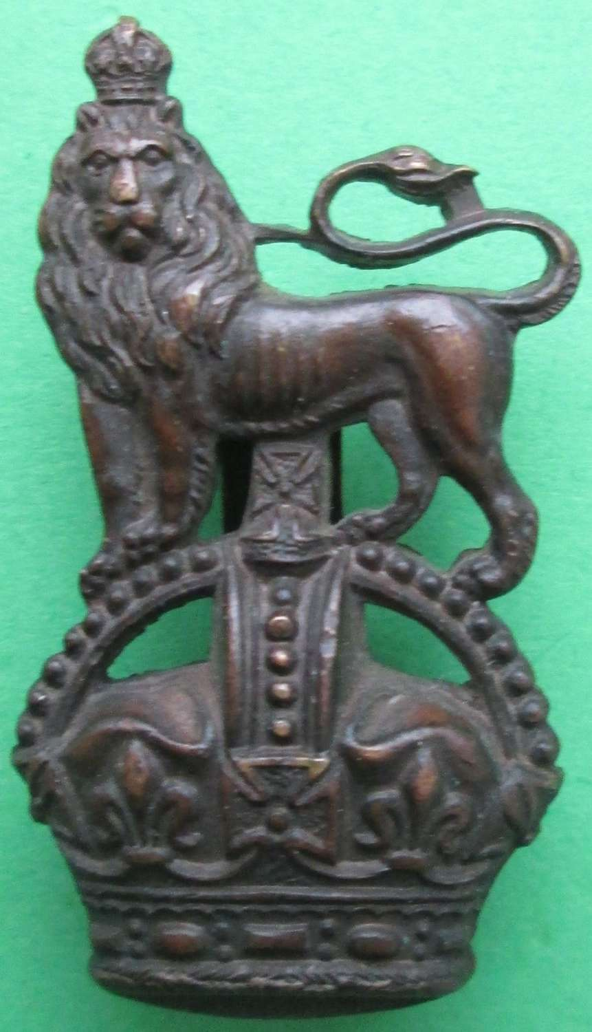 AN OFFICERS BRONZE DEVONSHIRE YEOMANRY CAP BADGE MADE BY JENNINGS & CO