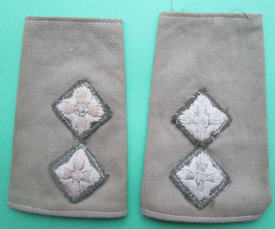 A PAIR OF WWII LIEUTENANT RANK SHOULDER SLIDES