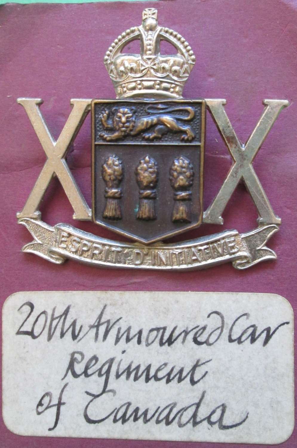 A 20TH ARMOURED CAR REGIMENT OF CANADA CAP BADGE