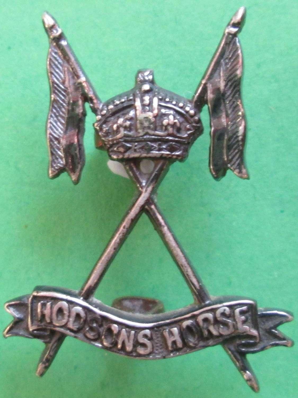 AN INDIAN HODSON'S HORSE OFFICERS CAST SILVER CAP BADGE