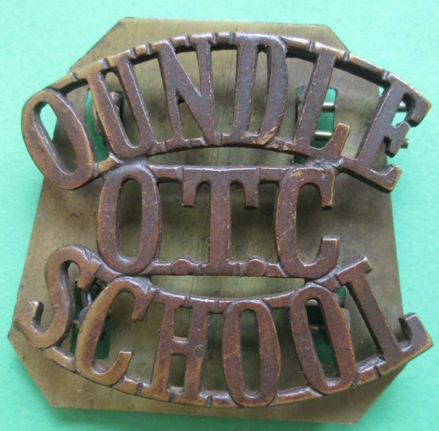 AN OUNDLE OFFICERS TRAINING CORPS SHOULDER TITLE