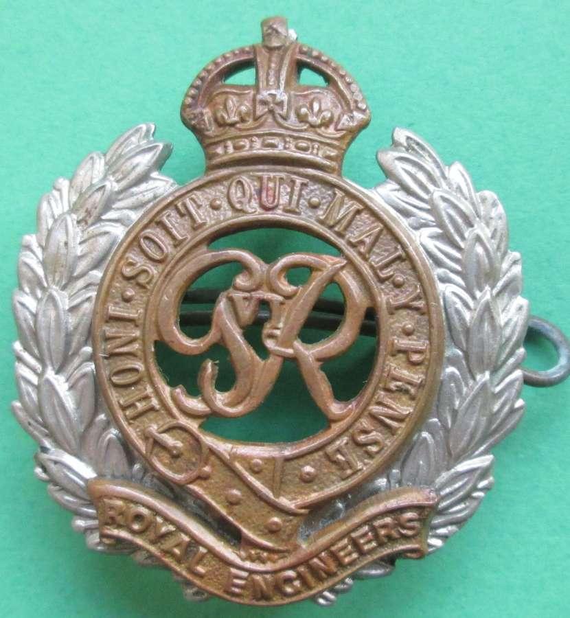 A POST WWII BI METAL ROYAL ENGINEERS OTHER RANKS CAP BADGE
