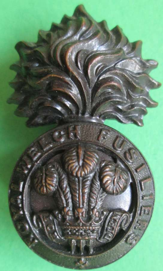A ROYAL WELCH FUSILIERS OFFICERS BRONZE CAP BADGE