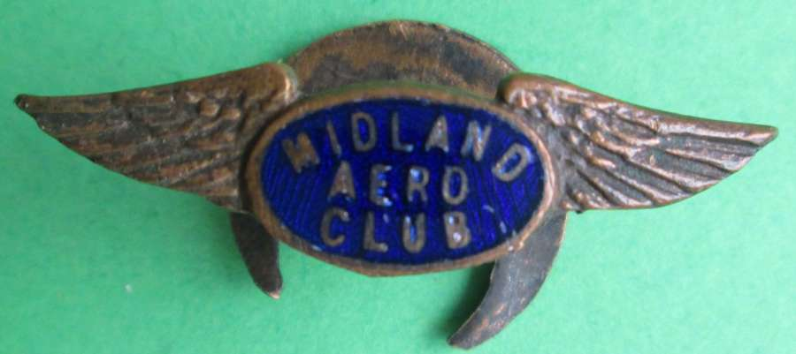 A WWII PERIOD MIDLAND AERO CLUB LAPEL BADGE