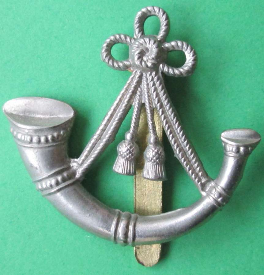 AN OX AND BUCKS OTHER RANKS CAP BADGE