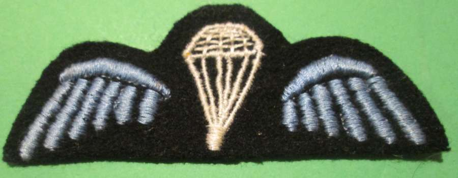 A RARE WWII SOE STYLE DARK BLUE / BLACK BACKGROUND JUMP WING