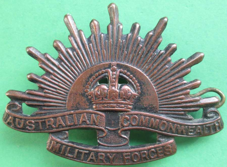 AN AUSTRALIAN COMMONWEALTH MILITARY FORCES BADGE