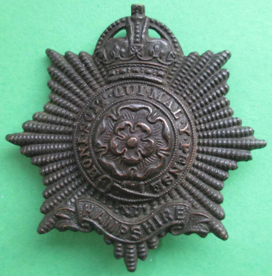 A HAMPSHIRE BRONZE REGIMENT CAP BADGE