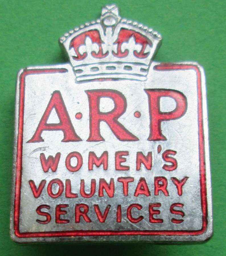AN ARP WOMEN'S VOLUNTARY SERVICE BADGE